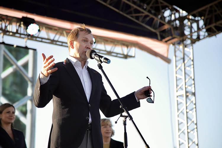 Евгений Миронов:«Увас тут такие традиции! 230 лет Качаловскому театру, 100 лет татарскому, ассоциации обширные!»