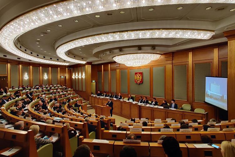 Вцелом, Макаров поставил высокую оценку правительству, особенно тому, как оно себя проявило впандемию. Произошел качественный рывок госаппарата, решения которого принимаются незамесяцы, азанесколько дней— это уже другое качество работы