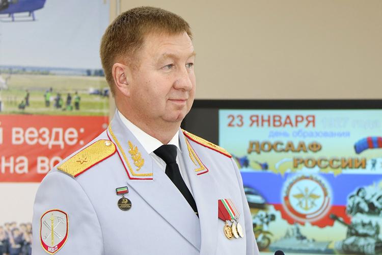 Сегодня в6 часов утра вКазани скончался генерал-майор внутренних делДамир Динниулов. Онумер всвоем доме. Допоследних дней жизни онруководил республиканским отделением ДОСААФ