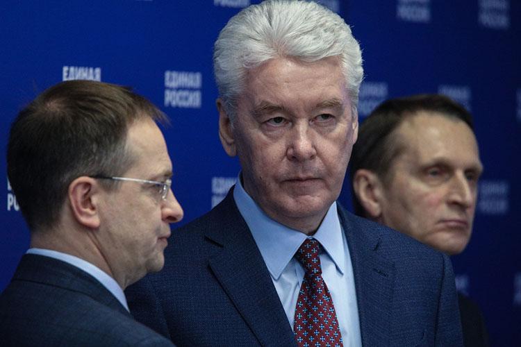 Как пишет «Brief@Незыгарь»,Сергею Собянину (в центре) прочат место полпреда вСибирском федеральном округе или «пенсию» вСовете Федерации