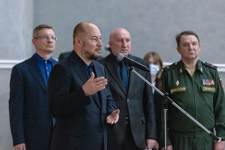 Асгат Сафаров выразил соболезнования семье отимени руководства республики ипрезидента Татарстана. Говоря оДинниулове, онвспоминалего высокий профессионализм, ум, интеллект, исполнительность ипорядочность
