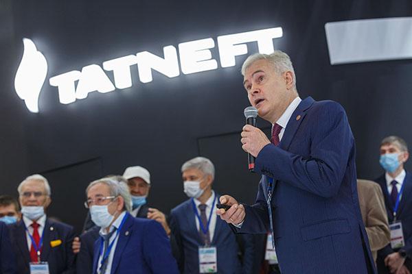 Несмотря нато, что 2020 год был несамым удачным для нефтяников, доходы Рустама Халимова (10) только выросли –109,9млн рублей(103,6млн— в2019 году)