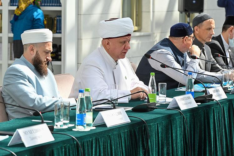 Альбир Крганов:«Нам можно былобы продумать провести выставку, посвященную 1100-летней дате, чтобы показать красоту российского ислама»