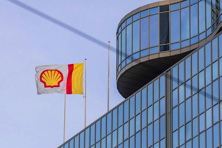 Суд вГааге обязал нефтяную компанию Royal Dutch Shell, одну изкрупнейших вмире, сократить глобальные выбросы углерода на45% кконцу 2030 года посравнению суровнями 2019-го. Иск против RDS был подан экологической организацией «Друзья Земли», ккоторой присоединились более 17тыс. соистцов