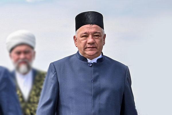 Фаргат Мухаметов (13)получил 83,6млн рублей против 72,69млн годом ранее.Все обширное хозяйство, которое приносит семье столько денег, записано насупругу