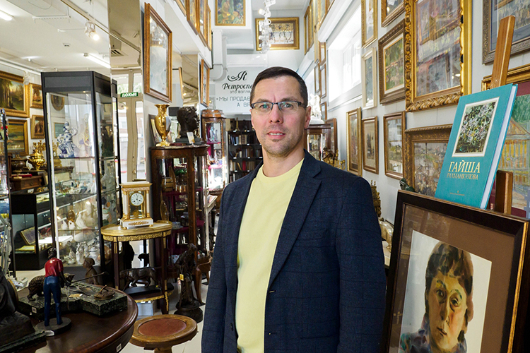 Адель Файзуллин: «Само название нашего магазина— «Ретроспектива»— означает взгляд впрошлое»