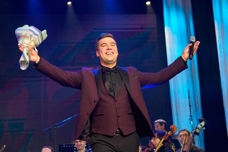 «Во времена Рубина Кабировича я успел поступить и закончить консерваторию, потом шесть лет там преподавал, — рассказывает известный эстрадный и оперный певец Филюс Кагиров
