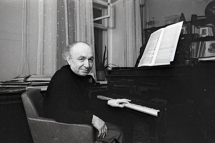 В 1945 году, в момент создания вуза, его директором был назначен еще молодой, но уже знаменитый композитор и организатор Назиб Жиганов
