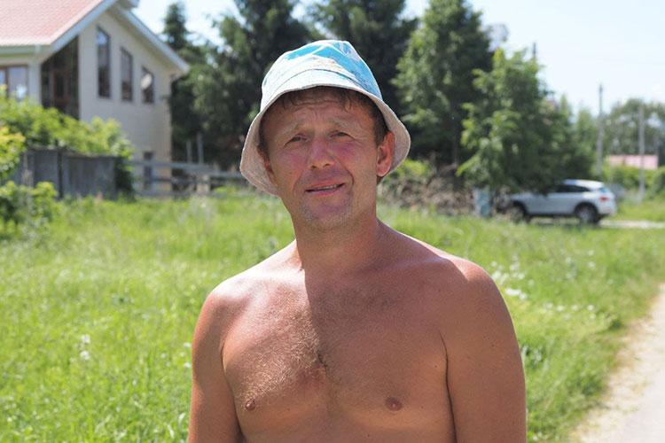 Соображения местных жителей о причинах катаклизма сформулировал Евгений. В этом селе он живет с самого детства. По его словам, во всем виноваты жители коттеджей, которые сливают отходы прямо в озеро