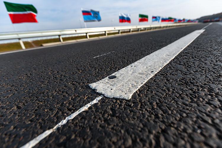 «Дорога идет исключительно поточкам экономического роста. Так как Казань вПриволжском округе является наибольшей точкой экономического роста, она идет туда. Более того, кданной дороге мывыводим все прилегающие области»