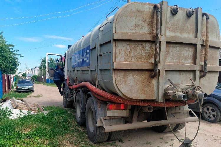 Как стало известно «БИЗНЕС Online», жители частного сектора Казани (вчастных домах живет почти каждый пятый казанец) столкнулись практически сдвойным повышением стоимости услуг пооткачке септиков