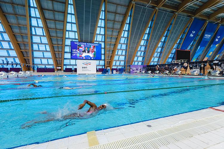 Водворце водных видов спорта Аль-Мусалламу показали тренировку спортсменов-иностранцев