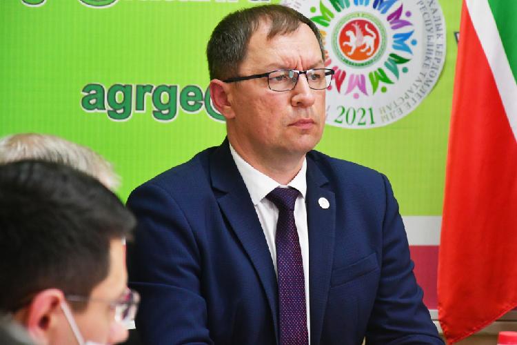 Убывшего аудитора Счетной палаты РТ, аныне главы Агрызского районаАзата Валеевадоход резко вырос с4,7млн в2019-м году до8,7— в2020-м