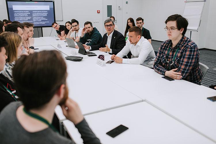 «Сегодня университет разрабатывает71 коммерческий проект насумму примерно 3,5 миллиарда рублей»