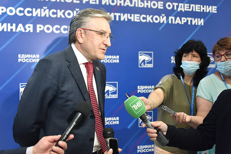 Айрат Фаррахов –абсолютный победитель праймериз ЕРвТатарстане.Напредварительном голосовании оннабрал 247,5тыс. голосов изанял первую строчку впартийном списке