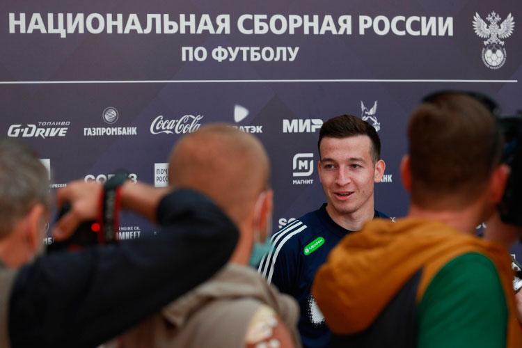 Вратарь Юрий Дюпин и полузащитник Денис Макаров (на фото) успешно проявили себя на сборах национальной команды и попали в итоговую заявку