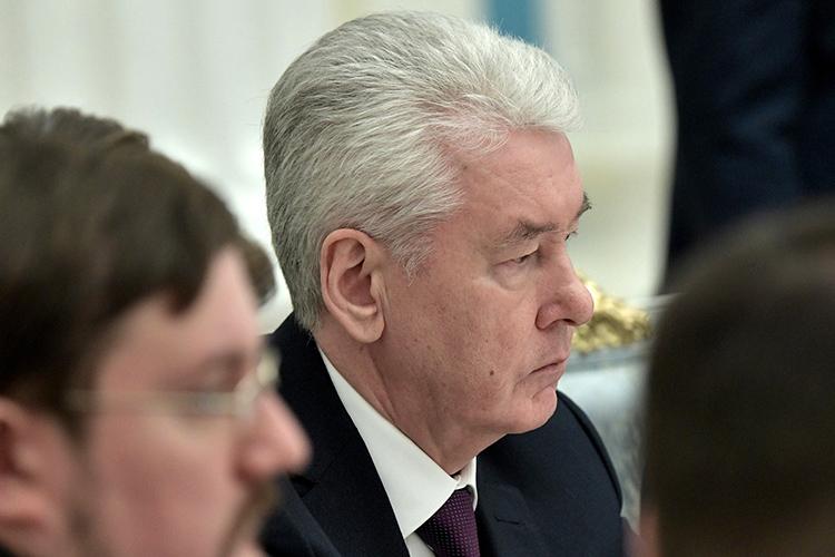 Главным бенефициаром «обнуления» губернаторских сроков называют мэра МосквыСергея Собянина, полномочия которого закончатся в2023 году. Его уже несчитают преемником, поэтому для Собянина важно сохранить свое нынешнее положение