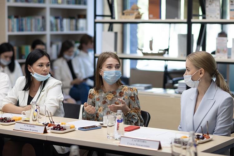 Анастасия Суханова:«Наш фонд больше работает сдетьми сментальными нарушениями. Накаждого ребенка нужен взрослый человек, тьютор, который будет контролировать одного ребенка. Это очень большие затраты»