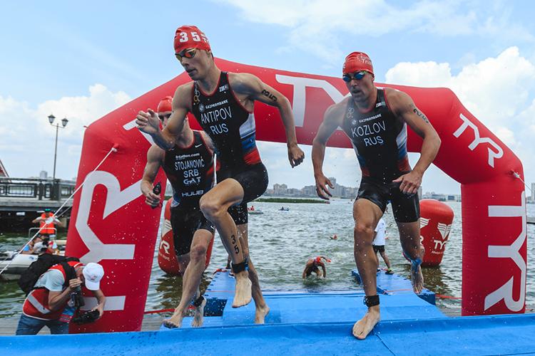Уровень вмире настолько вырос, что для хороших результатов намеждународной арене надо показывать результаты науровне мастера спорта поплаванию илегкой атлетике