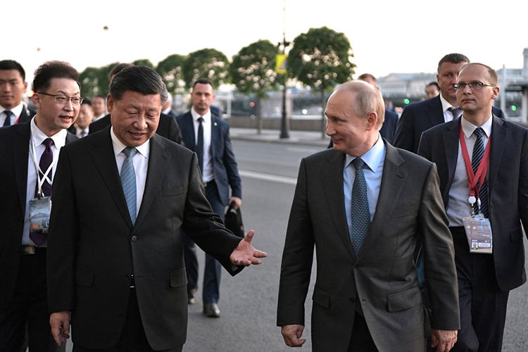 «Ипрезидент Путин, икитайское руководство несобираются заключать военных союзов. Китай непризнал вхождение Крыма всостав России. Этоже факт»