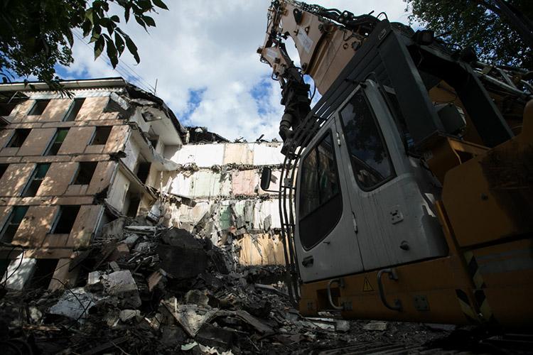 Самая «громкая» реновация связана спрограммой ликвидации ветхого жилья 2013–2017 годов. Тогда ради экономии бюджета выкупную цену чохом установили в11тыс. рублей за«квадрат»