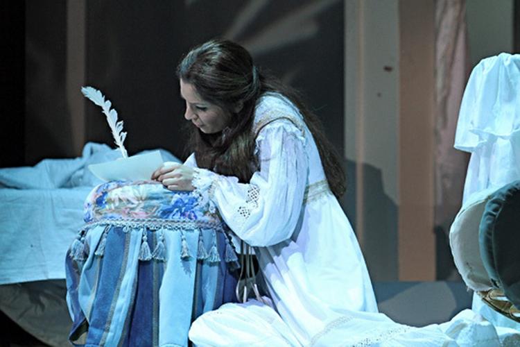 «Евгений Онегин» идет впостановкеМихаила Панджавидзе(работы этого режиссера составляют примерно половину репертуара казанской оперы) с2012 года