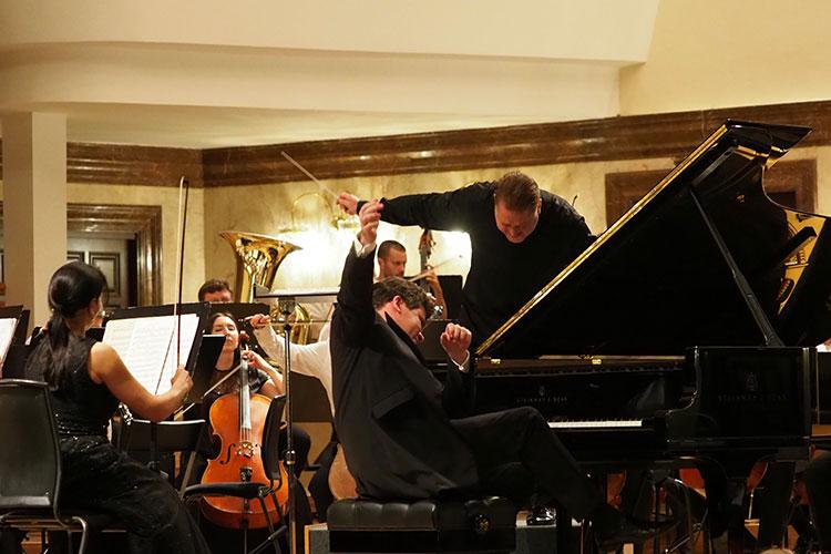 Оркестр Сладковского иМацуев будто слились ведином музыкальном течении, настолько гармонично звучало музыкальное полотно