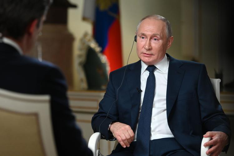Владимир Путин: «Если нужно выяснять отношения друг сдругом исобачиться, как унас говорят вРоссии, ругаться, зачем тогда встречаться, время тратить? Лучше заняться вопросами бюджетной исоциальной политики внутри страны»