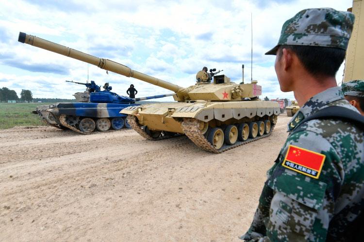 «Китайцы— люди умные. Приведу два факта. 90 процентов новых танков, которые производятся вКитае, идут нароссийско-китайскую границу»