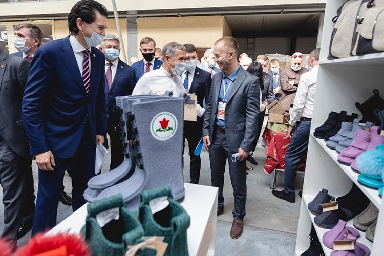 Алмаз Габидуллин, который развивает свой бренд войлочной обуви «КИЕЗ»,предлагает создать компанию, котораябы помогала предпринимателям регистрироваться ипродавать свои товары наамериканскоммаркетплейсе