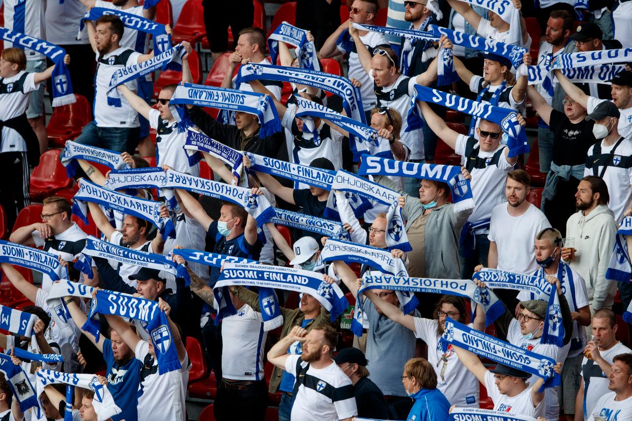 ВФинляндия любят футбол, новпоследние десятилетия сборная редко получала такое внимание. Болельщики восновном смотрят засвоими любимыми клубами АПЛ или зафинскими звёздами, играющими заграницей