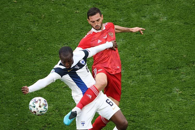 Опасный момент был всего один— наисходе десяти минут игрыМагомед Оздоевнесумел попасть поскачущему мячу вочень выгодной позиции