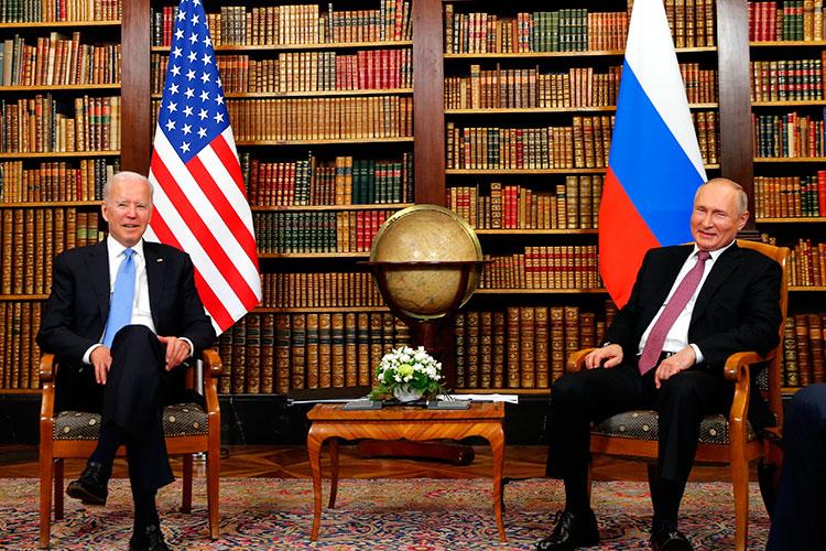Владимир Путин накануне впервые встретился сДжо Байденом после избрания последнего президентомСША