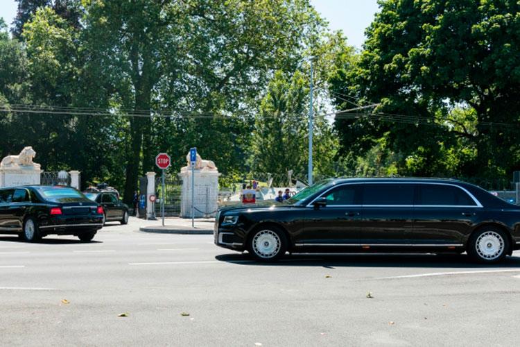 Чтобы нетерять время, российский лидер отказался отпротокольной встречи свластями Швейцарии исразуже отправился навиллу налимузине Aurus