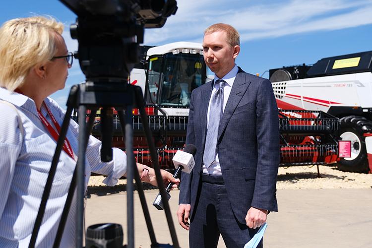 Руслан Алимбаев:«Унас 7 единиц оборудованных автомобилей, наследующий год планируем увеличить ихколичество до18-ти. Они позволяют провести техническое обслуживание, срочный ремонт прямо вполе»