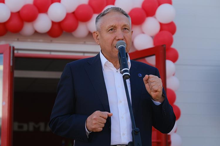 Тамир Алимбаев, владелец Семиреченской базы снабжения, пообещал приложить все усилия, чтобы гарантировать аграриям республики сервисное обслуживание науровне, достойном мирового производителя