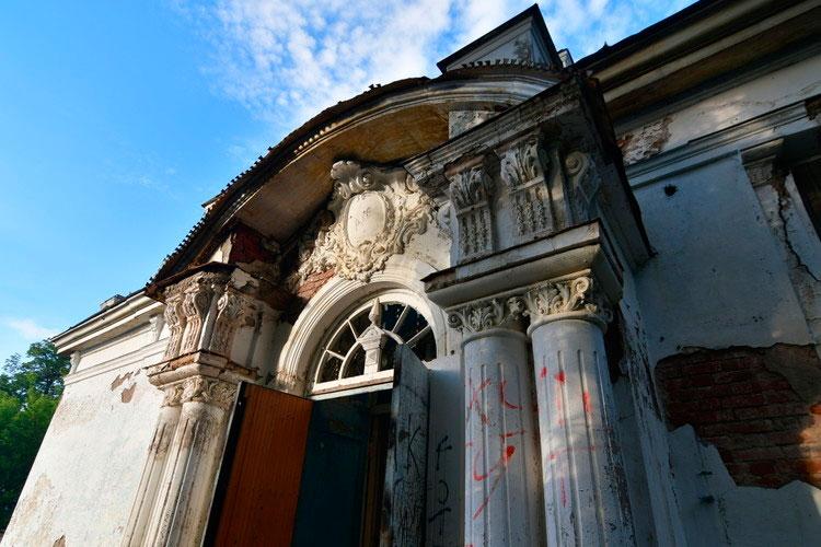 Похожий инцидент произошел 1июня вНижнекамске— сгорелаусадьба купцов Стахеевых— единственный вНижнекамске объект культурного наследия