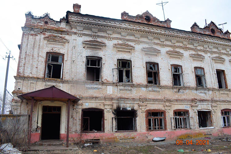 Пожар висторическом здании Елабуги поул.10 лет Татарстана, 9, стал поводом для возбуждения уголовного дела республиканскимСледственным комитетом