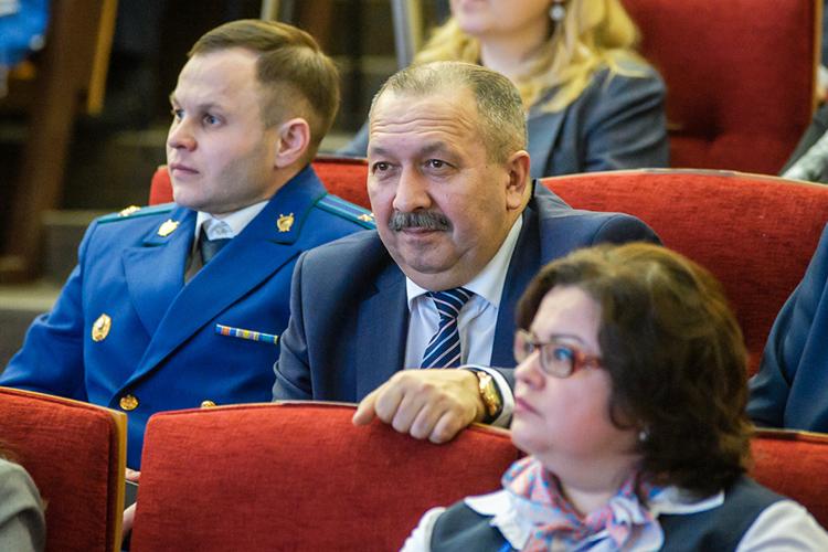 Для Челнов личность Галиакберова (справа) действительно уникальная. Онруководил местным отделеним ФСБ с2006 года— тоесть 15лет