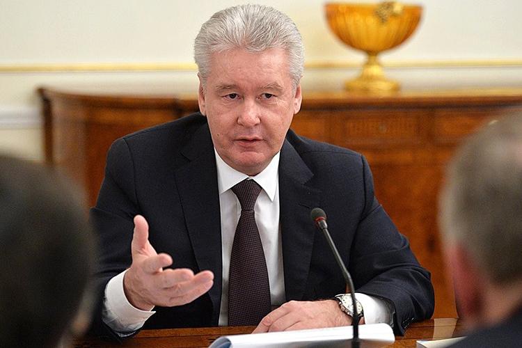 Tсли это можно назвать аппаратной победой чиновника, тоотгорожан Собянин получил только негатив зазапрет сидеть налавочках, прослыв «запретителем парков»
