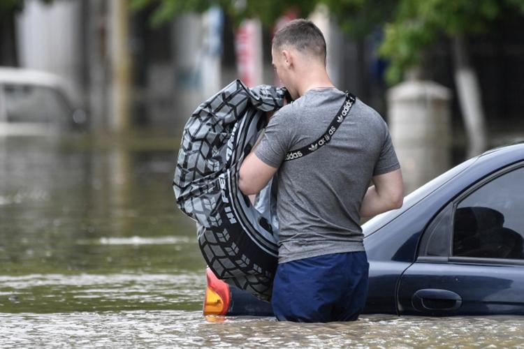 Половину автомобилей затопило полностью, остальные получили механические повреждения