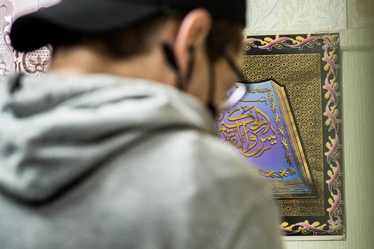 Человек, неимеющий понимания сути ислама, его духа ивнутренней философии, основываясь лишь насухой, вольной интерпретации священных текстов может стать настоящим бедствием нетолько для мусульманской общины, ноидля общества вкотором находится