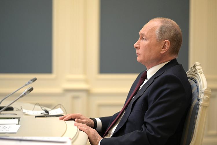 Cтабильный Путин— партнер Запада, пусть инедемократический, нелиберальный, имперский, якобы, традиционалистский, Западу гораздо важнее, чем Путин, враждебно щерящийся наЗапад