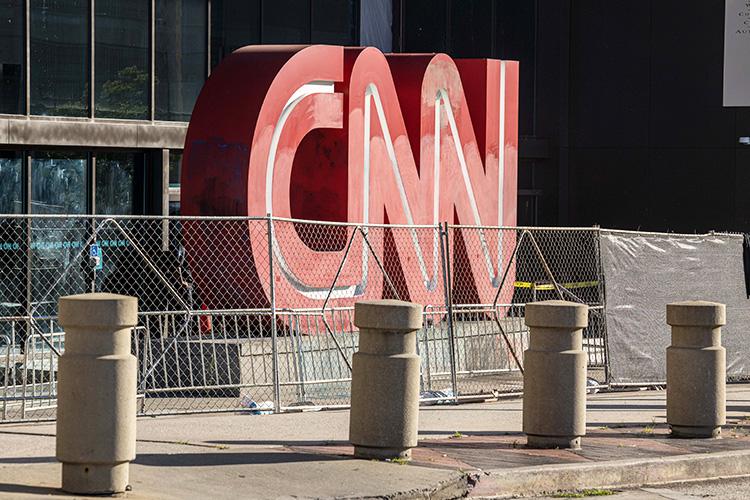 «CNN— это вам некакой-нибудь The Guardian конца ХХвека идаже не«Нью-Йорк таймс» конца ХХвека. Это уже строго партийная пресса»