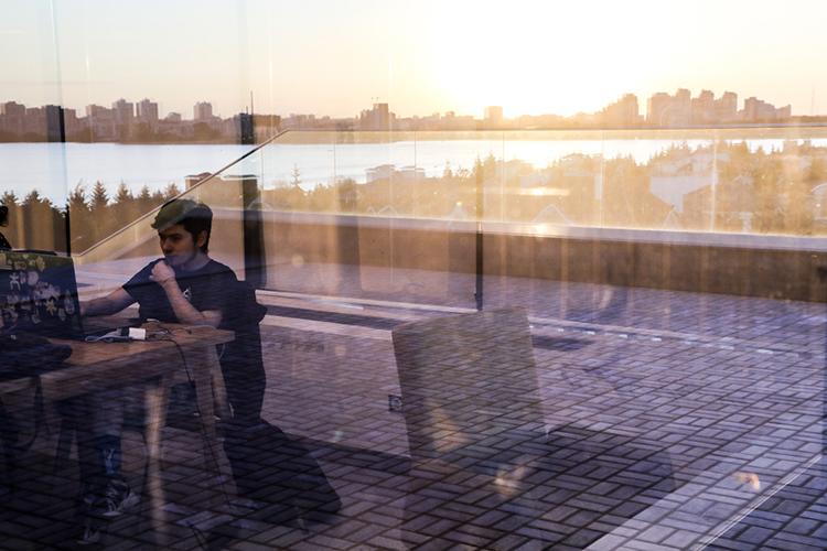 «Вовсех бизнес-центрах, которые заявлены впроектах, все ихсобственники заинтересованы втом, чтобы выпустить первые ивторые этажи как коворкинг. Сейчас вКазани унас представлено 11,7 тысяч квадратных метров— это 11 площадок»