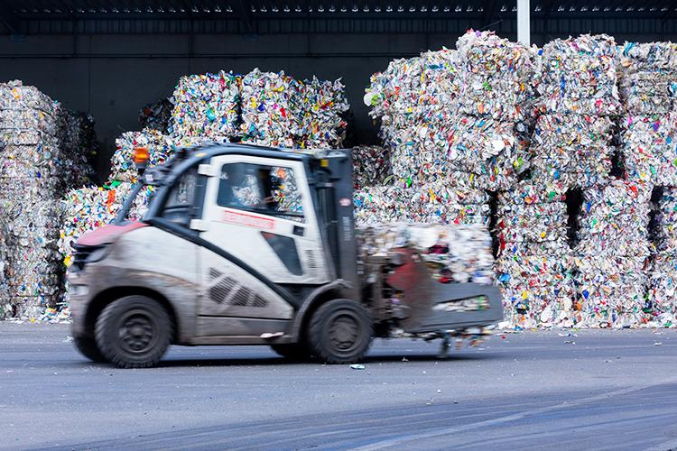 ВФинляндии главная цель мусорной реформы— этот максимальное вовлечение отходов впереработку, поэтому прибыль здесь неявляется критерием эффективности, аееразмер регулируется через косвенные механизмы