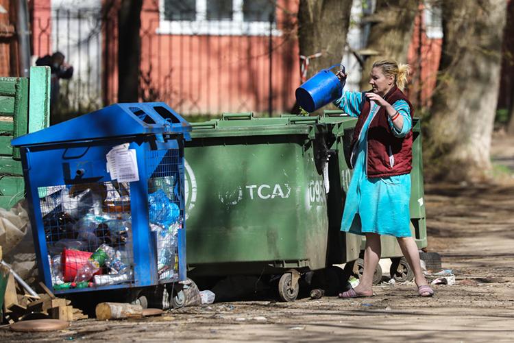 Регоператоры в России, пользуясь законодательными преимуществами, установили монопольный контроль нарынкеТКО. При этом досих пор многие изних так инесмогли организовать нетолько переработку, нодаже элементарную сортировку отходов