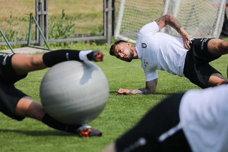 В расположении команды во всю тренируются новички Сеяд Хакшабанович (на фото) и Константин Нижегородов