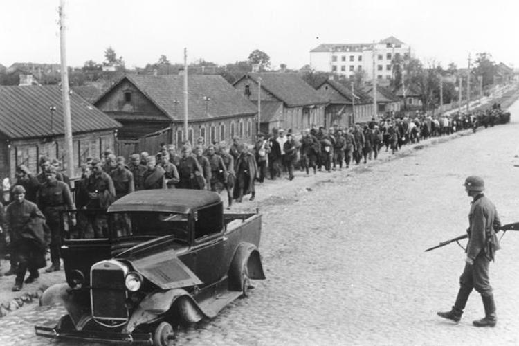 «Тогда никто в войсках не знал о том, что те, кто сдался в плен летом 1941 года, в большинстве своём погибли»