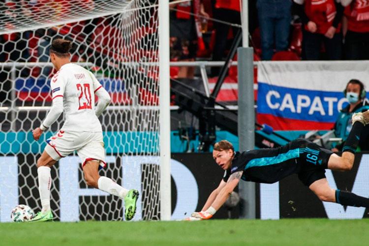 Второй гол в ворота сборной России, который придумал и создал Роман Зобнин — провал психологии